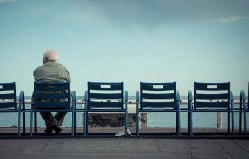 با حس تنهایی چگونه کنار بیاییم؟